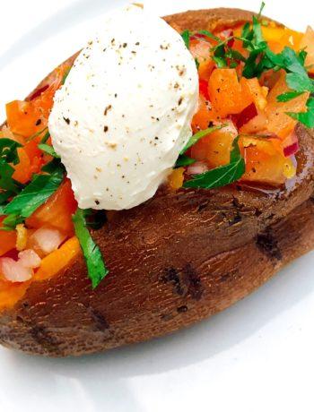 Zoete aardappel met een salsa topping