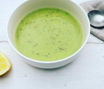 Groene soep met broccoli